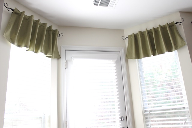 Simply Modern Mom » Quick and Easy Valance Tutorial